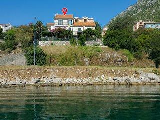 Nice apartment in Kotor w/ 3 Bedrooms (MNK213)