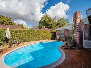 Classic Bixby Highlands Pool Home in Long Beach!