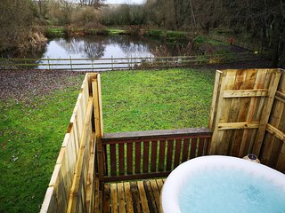 Kingfisher Hot Tub -HuntersMoon-Warminster, Wiltshire, Bath