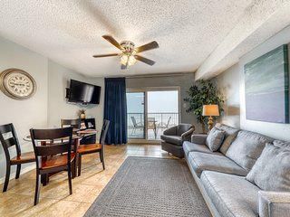 Gulf front condo w/ community pools and hot tub, fitness center, sauna, & grill