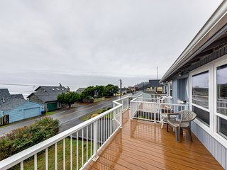 Cheerful home w/ ocean views, private hot tub, and gas grill - walk to the beach