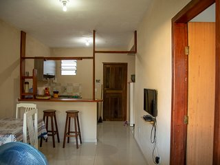 Casa de dois quartos para aluguel de temporada acomodando ate 6 pessoas.