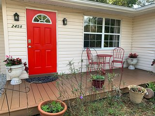 Cozy 2 bed Cottage close to Downtown Sarasota and Beaches