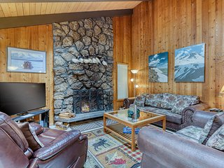 Spacious & comfortable Sunriver home with private hot tub and 8 bikes!