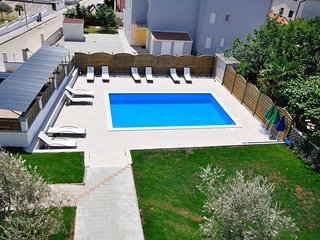 Stunning apartment in Novigrad w/ Outdoor swimming pool and 2 Bedrooms (CIU787)