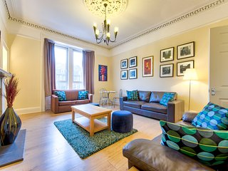 Sale 50%! Absolutely Fabulous 3-BR Apartment in the Centre for a Great Price