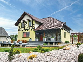 Amazing home in Karpacz w/ 5 Bedrooms (PPZ112)