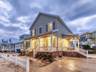 Newly crafted luxury home w/ community pool & quick beach access & state park!