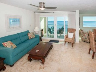 Gulf-Front w/Private Balcony, 3/2 sleeps 12 - Castaways 8D