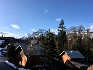 Ski Chalet, 4 bedrooms, sleeps 8 - FREEwifi, UK TV