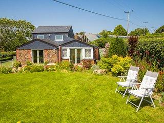 Poltor Cottage, near Par Beach, Cornwall: Lovely views; private garden; parking