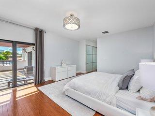 4 bedroom luxury Miami Home with pool sleeps 12