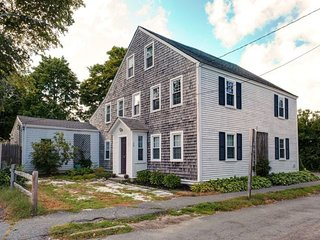 Historic Home in Downtown Sandwich Village - walk to restaurants/beach!