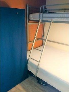 Cabine avec clic clac 2 places et lit 1 place en mezzanine (lit parapluie dispo)