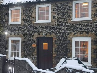 Flint Cottage - Thetford Forest & The Brecks - Cozy Cottage, Log Fire