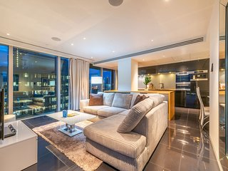 5* LUXURIOUS  THREE BEDROOM APARTMENT WITH CITY VIEWS (16TH FLOOR)