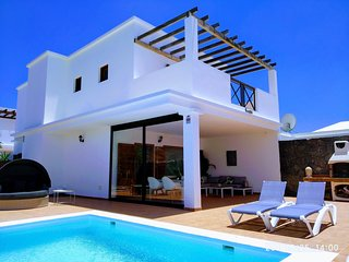 Villa Agora, Terraza Chill out y piscina climatizada privada