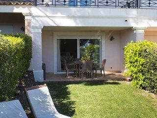 33498 semi detached 3 bedrms villa, airconditioning, shared pool, sea at 50 mtr.