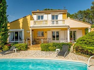 33564 Provencal 4-bedrm villa, sea view, private pool,beach 1.5 km, golf 500 mtr
