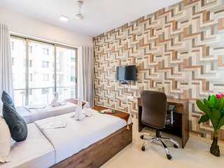 2.5 Luxe Bedroom Near Airport