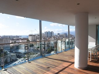 Luxury 2 bedroom apartment in Ocean Village with swimming pool.