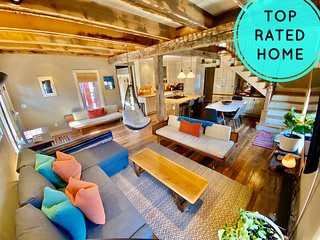 Top Rated Home in Crested Butte! Walk to Everything! Sleeps 10 + Hot Tub!