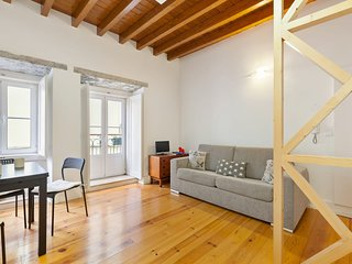 Bright & Modern One-Bed Apt, sleeps 4 in Lisbon