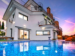 luxury villa with sea views private pool/Bbq/Spa