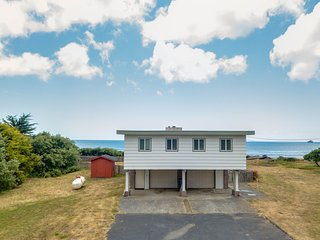 Spacious home right on the beach w/ gorgeous ocean views from the deck!