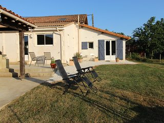 New Gite, Great and Private Outdoor Space , Pool