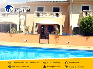 Modern apartment, lovely communal pool, terrace with sunbeds,4xA/C,BBQ,FREE WIFI