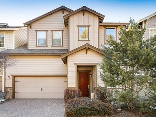 Dog-friendly, Flagstaff home with private BBQ, gas fireplace & free WiFi!