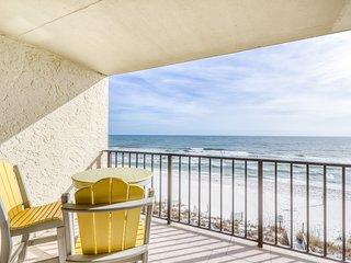Fourth-floor beach condo w/ amazing views, indoor pool, & beach access!