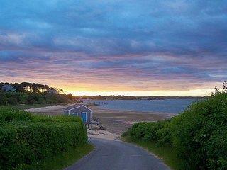 Private Beach! Enjoy Highwood Cottage on N. Chatham's prettiest street!