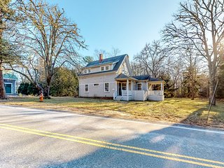 Historic dog friendly Cotuit home with huge backyard, close to the beach!