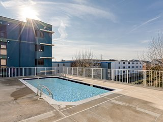 New Listing! Spacious waterfront condo w/shared Pool and direct beach access!