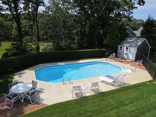 Private heated Pool and pet friendly near the beach!