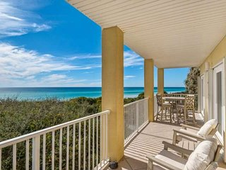 Beach Front Paradise!! Breathtaking Views-Steps to the Beach-Community Pool