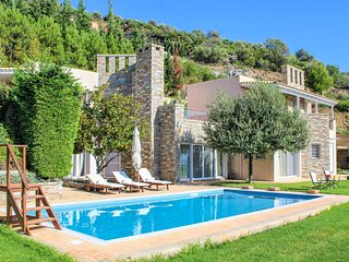 Stunning home in Nea Styra w/ Outdoor swimming pool and 5 Bedrooms (GEV130)