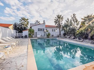 Nice home in Baixas w/ WiFi, Outdoor swimming pool and 4 Bedrooms (FLP157)