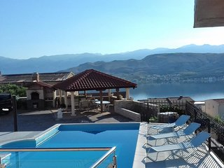Pag Apartment Sleeps 4 with Pool and WiFi - 5623933