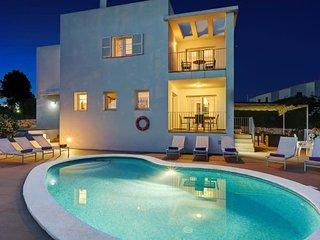 Villa Carolina ❤️ Sea views, free full aircon and wifi, private pool