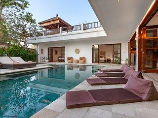 Puri Temple Luxury 3 Bedroom Villa, Pool Table-Canggu