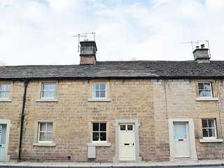 2 Victoria Cottages - Cosy Grade ll Listed Cottage in Bakewell