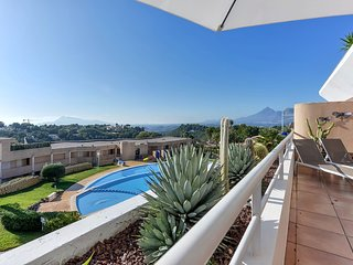 Altea (La Vella) Luxury 6 persons apartment close to everything with sea view.