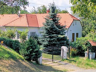 Zalakoveskut Villa Sleeps 6 with Pool and WiFi - 5825146