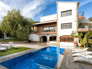 VILLA BURRIAC★SUNNY★SPACIOUS★ PRIVATE POOL★SAFE ENVIROMENT ★RELAX IN CABRILS