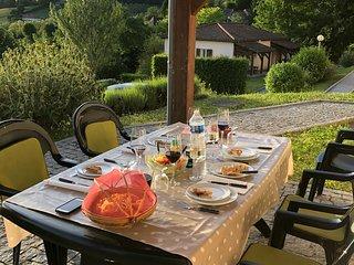 Holiday 3 bedroom apt in Sarlat-la-Caneda sleep 6-8 with heated and regular pool