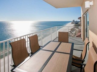 19th Floor | Out/In/Kiddie pools, Hot tub, Sauna, Fitness, BBQ | Free golf, fish