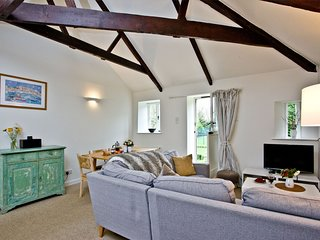 The Garden, Ennys Farm - A beautiful cottage in west Cornwall sleeping four gues